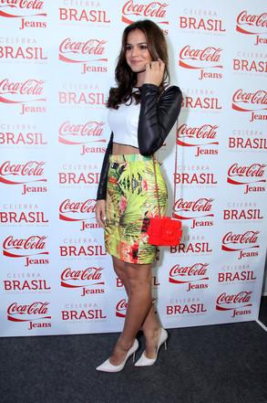 6c4cd8c76 Bruna Marquezine desfila no Fashion Rio e fala sobre Neymar   E! News