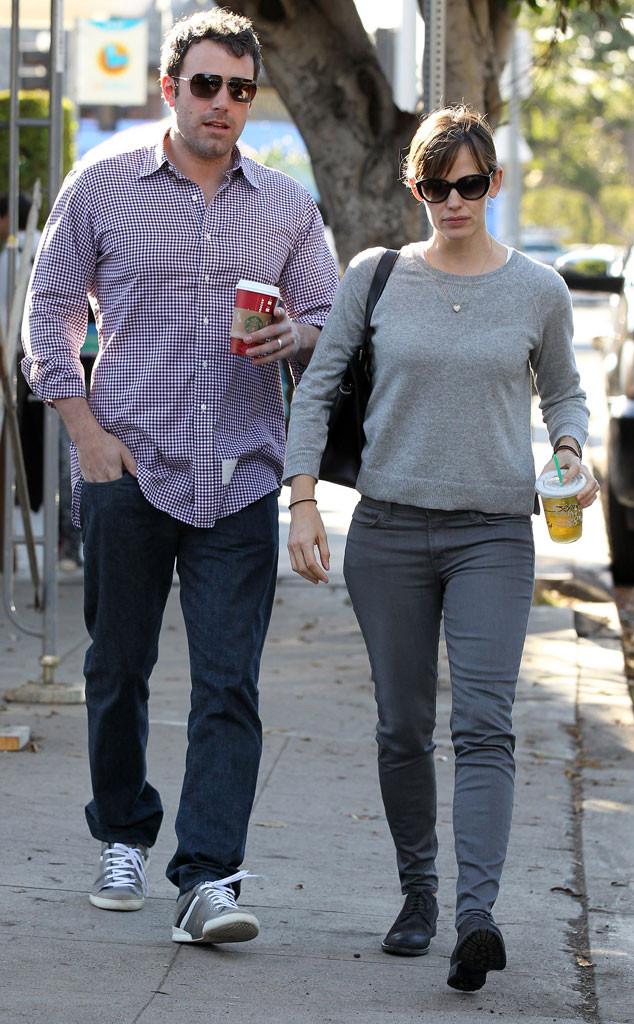 Ben Affleck, Jennifer Garner, Starbucks Holiday Red Cups