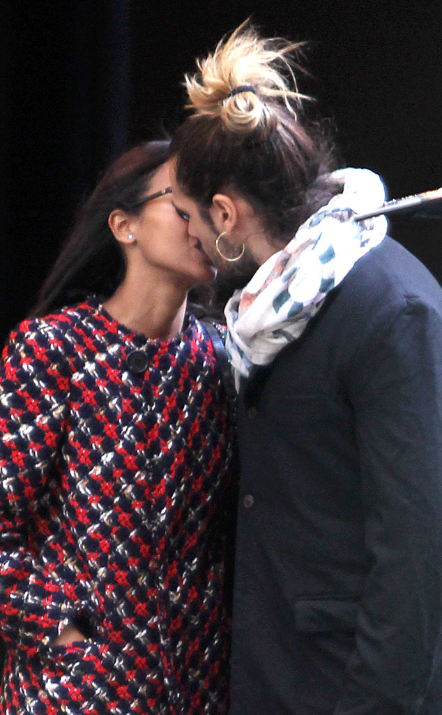 Zoe Saldana, Marco Perego, Kissing
