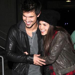Taylor lautner og lily collins dating 2011