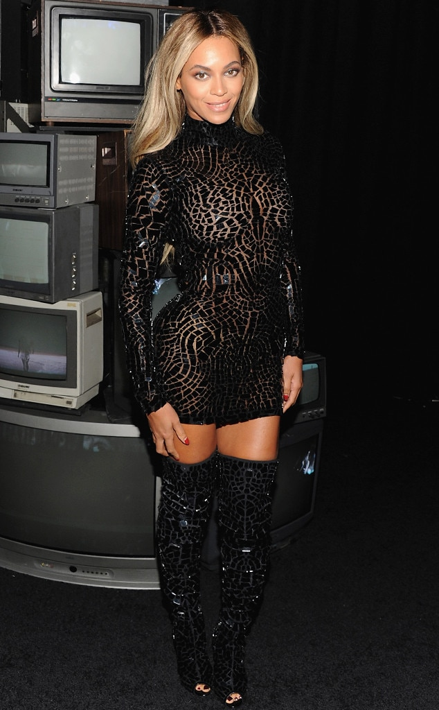 Beyonce sexy legs and thighs apologise