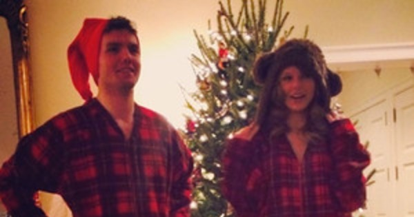 5286891ff Taylor Swift and Her Brother Wear Matching Christmas Onesies | E! News