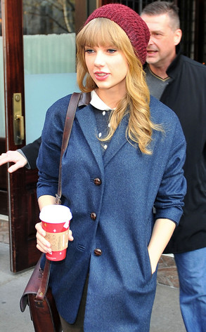 Taylor Swift, Starbucks Holiday Red Cups