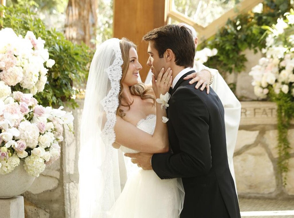Emily Vancamp, Josh Brolin, Revenge, Wedding
