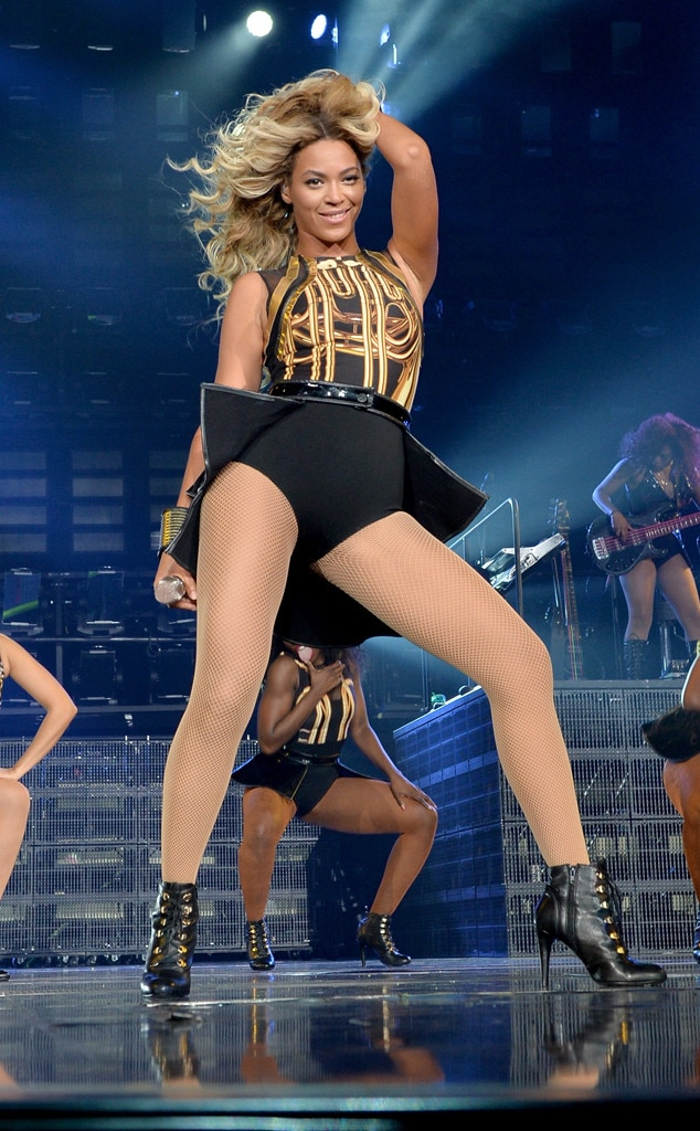 Beyonce shows pussy at conert share your
