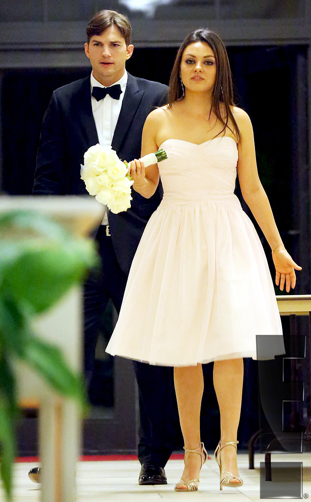 Ashton Kutcher And Mila Kunis Wedding.Ashton Kutcher And Mila Kunis Attend Her Brother S Wedding Get The