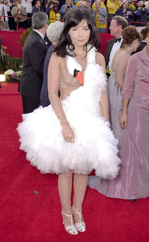 Bjork, 2001 Oscars, Academy Awards, OMG Oscars Looks of All-Time