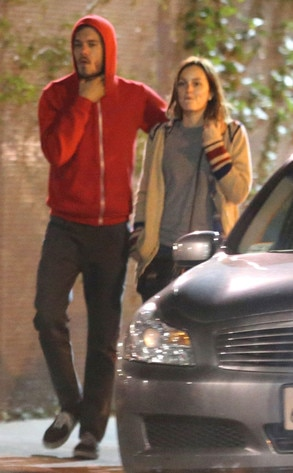 Seth Cohen dating Leighton Meester