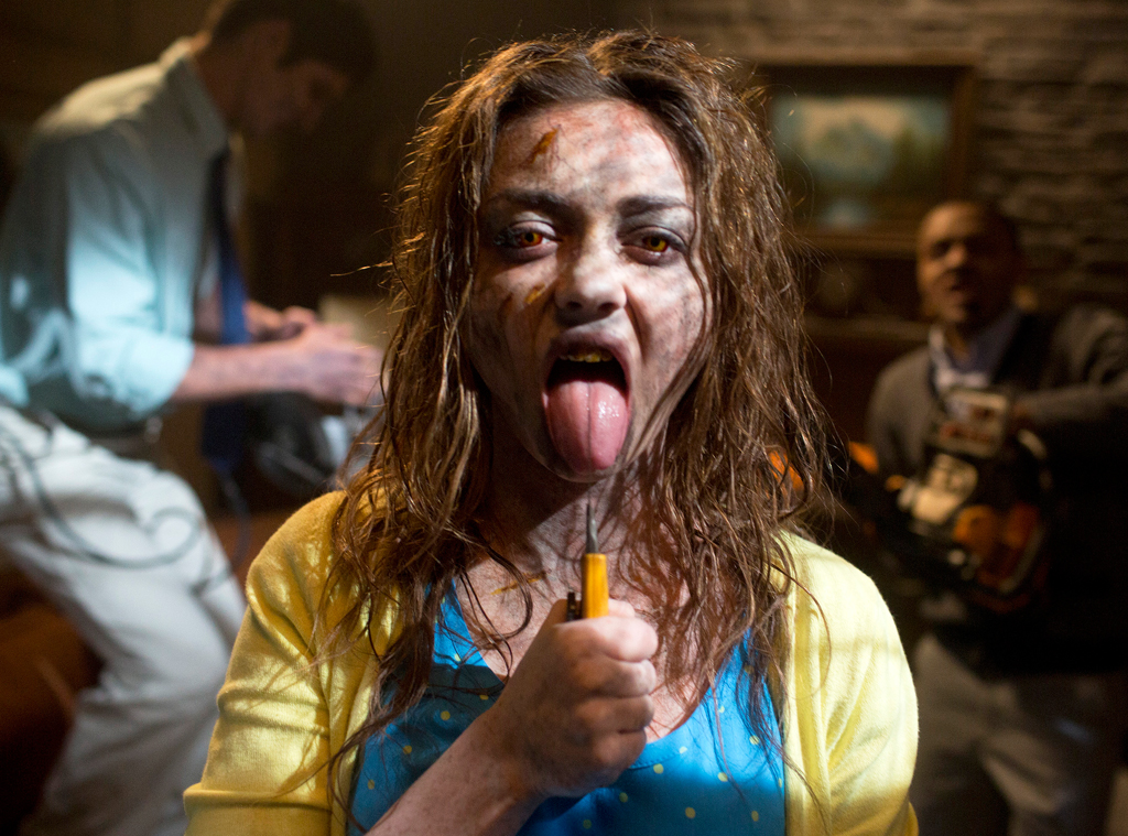 Sarah Hyland S Creepy Scary Movie 5 Pic Check Out Her Evil Dead Inspired Look E Online