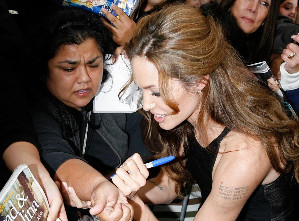 Angelina Jolie, Autograph