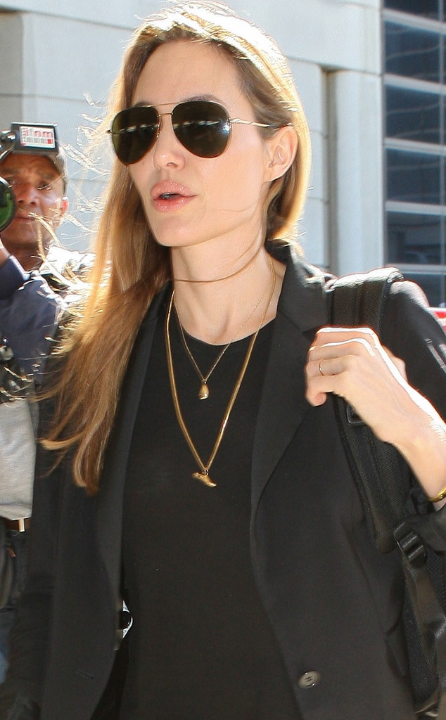 Angelina Jolie, Gold Ring
