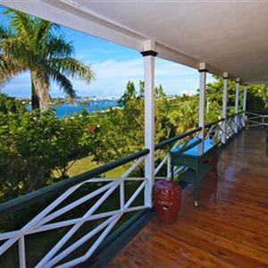 Catherine Zeta Jones, Michael Douglas, Bermuda House