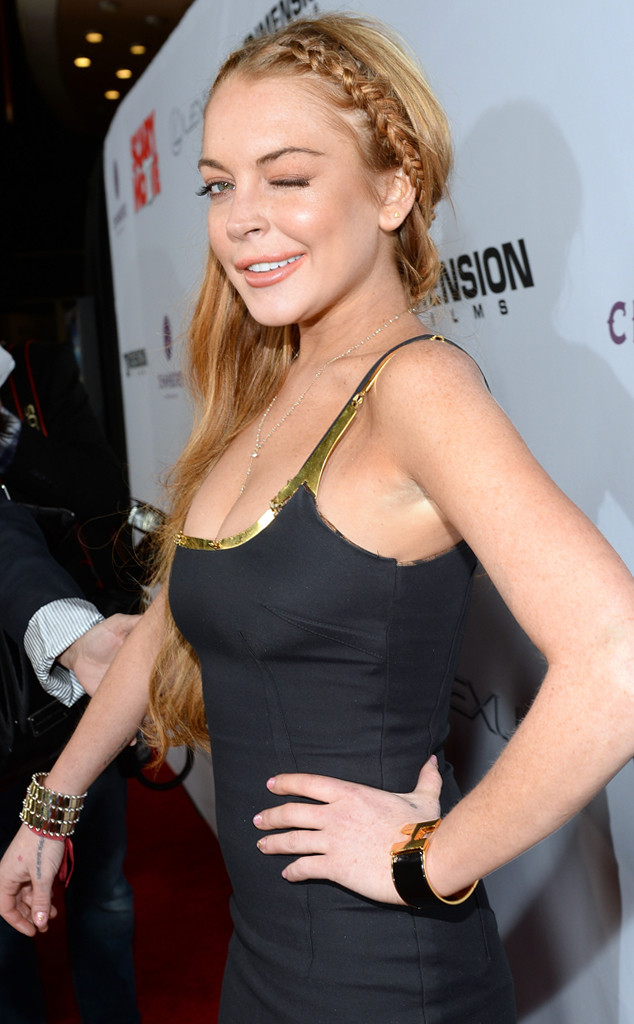 Lindsay Lohan Hits Scary Movie 5 Premiere Fashionably Late Reunites With Charlie Sheen E Online