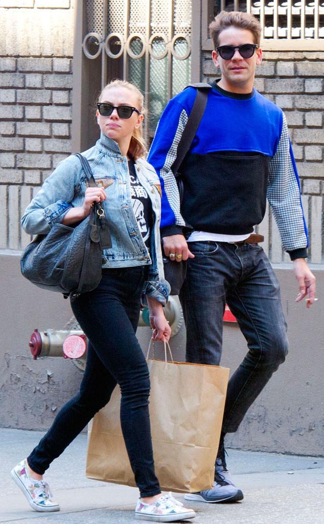 Scarlett Johansson And Romain Dauriac Keep Casual In Nyc E Online Au
