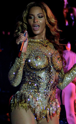 df5b9901 Beyoncé Flashes Faux Nipples in Raunchy Gold Outfit for Mrs. Carter ...