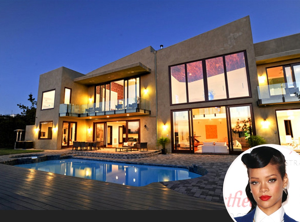 Rihanna from young celebrity homeowners e news for Stars houses in la