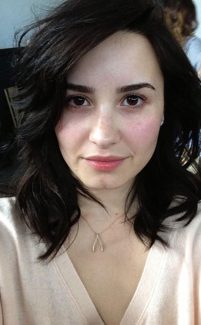 Demi Lovato, Twit Pic, No Makeup