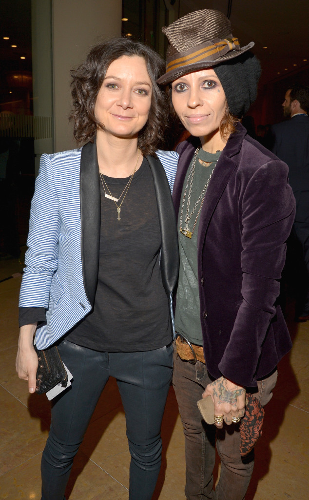 Sara Gilbert dating Linda Perry.