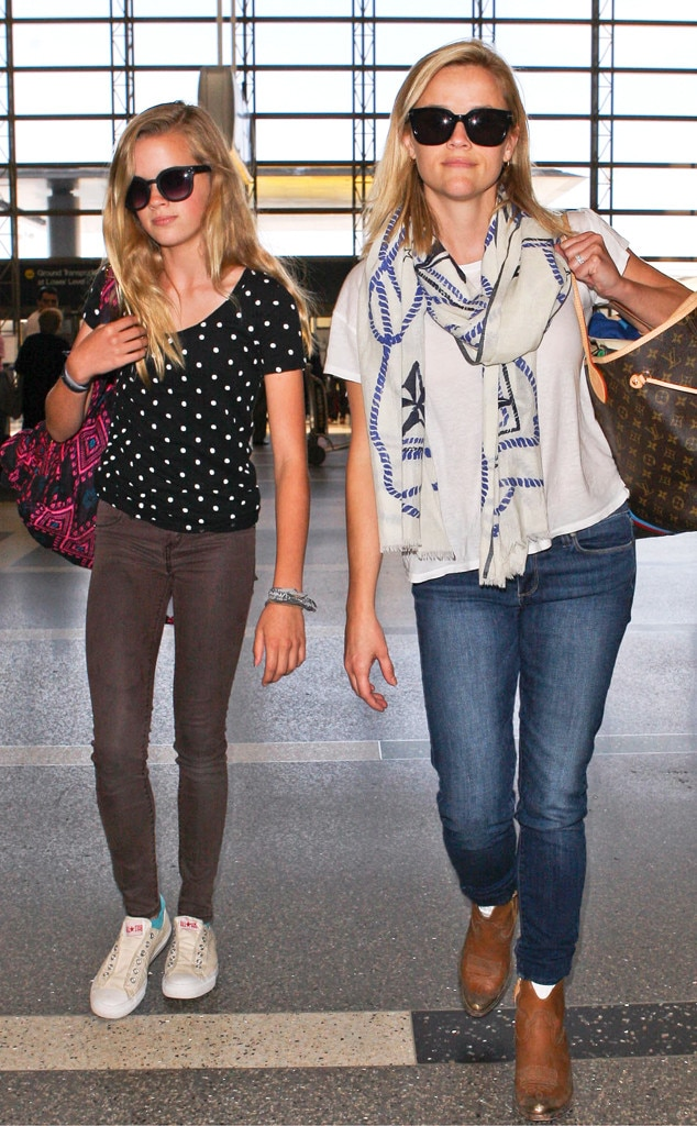 Reese Witherspoon, Ava Phillippe, LAX