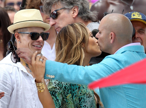 Jennifer Lopez, Pitbull, Casper Smart