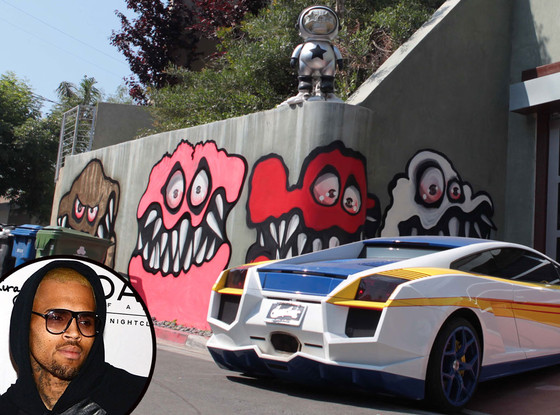 Chris Brown, Graffiti