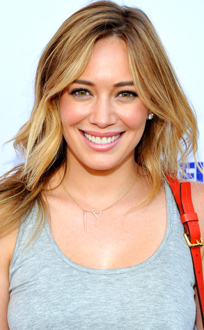 Beauty Police Hilary Duff Is A Summer Goddess With Glowing Skin And
