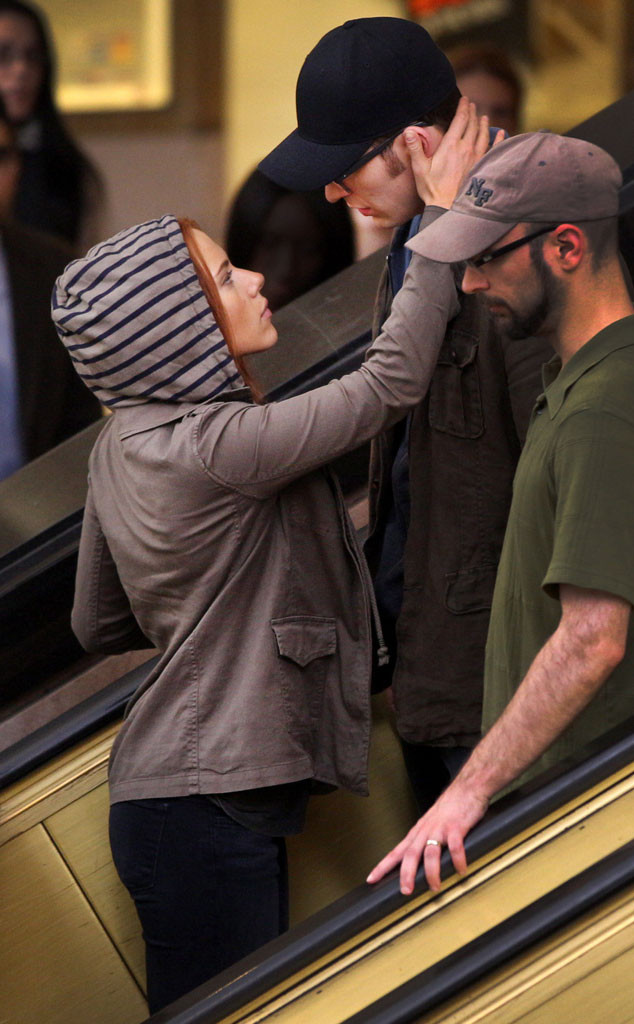 Scarlett Johansson And Chris Evans Share A Steamy Smooch On Captain America The Winter Soldier Set E Online Uk