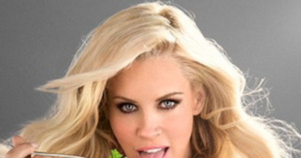 Jenny Mccarthy Displays Major Cleavage For Sexy Carls Jr -9589