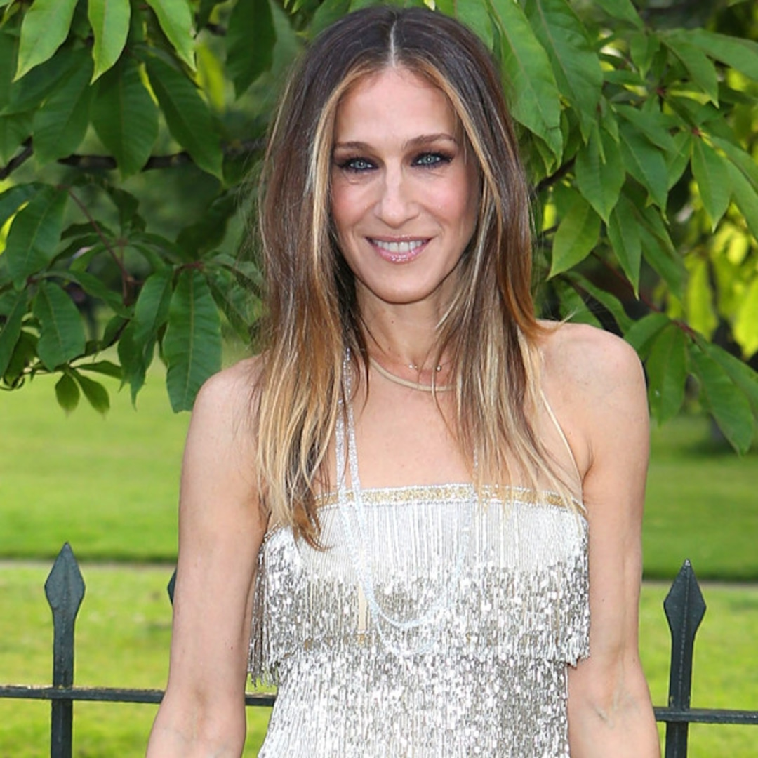 Sarah Jessica Parker Shimmers in Flapper-Inspired Dress