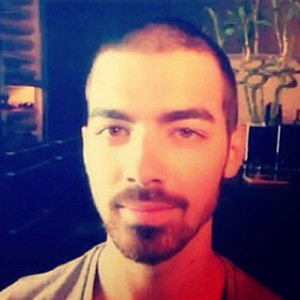 Joe Jonas, Instagram