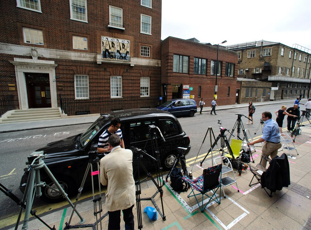 Media outside of St. Marys, Lindo Wing, Prince William, Duchess Catherine, Kate Middleton
