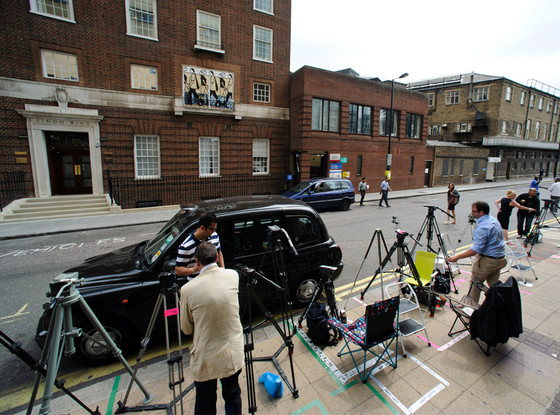 Media outside of St. Marys, Lindo Wing, Prince William, Duchess Catherine, Kate Middleton