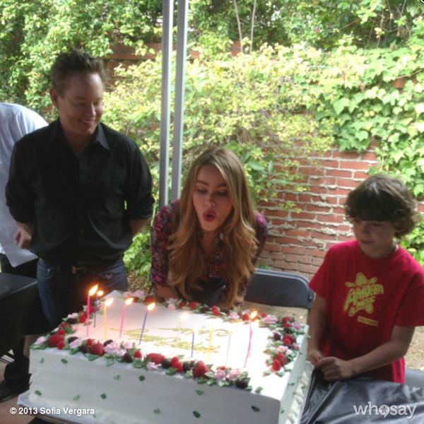 Sofia Vergara, WhoSay, Cake