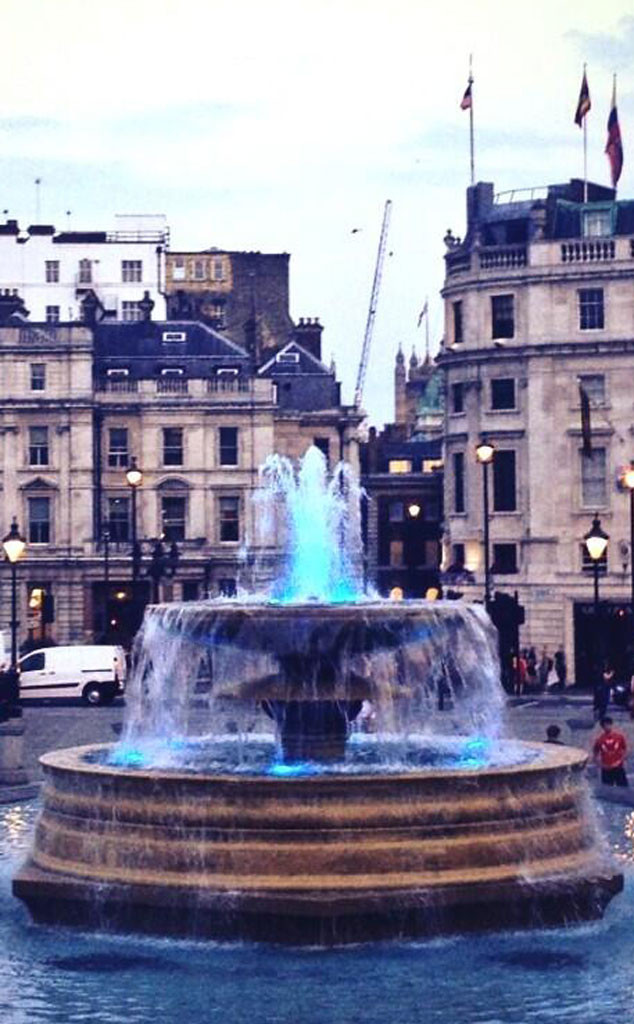 Trafalgar Square, Blue Fountain, Twit Pic