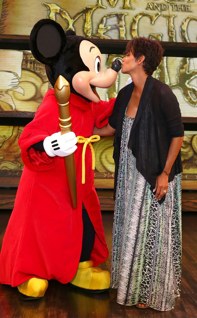Halle Berry, Mickey Mouse, Disneyland