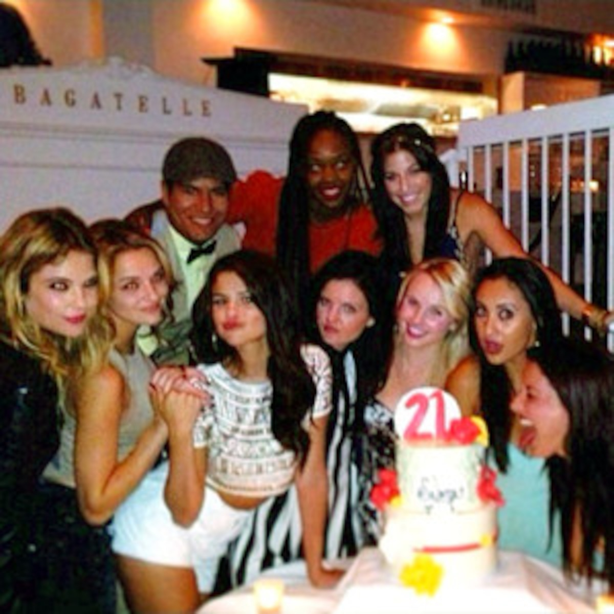 Astounding Selenas 21St Birthday Dinner All The Details E News France Funny Birthday Cards Online Inifodamsfinfo