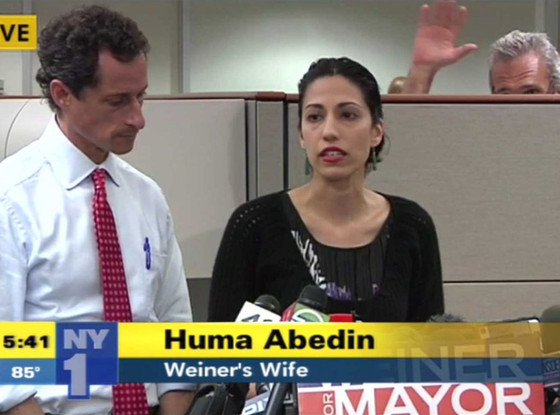Photobomber Steals the Spotlight at Anthony Weiner's Sexting