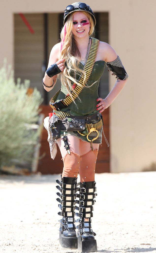 avril lavigne s confusing music costume what is this