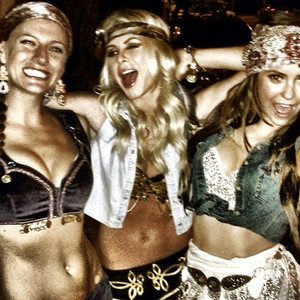 Julianne Hough, Selena Gomez, Party