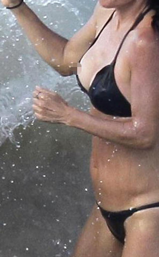 Courteney Cox, Bikini Malfunction