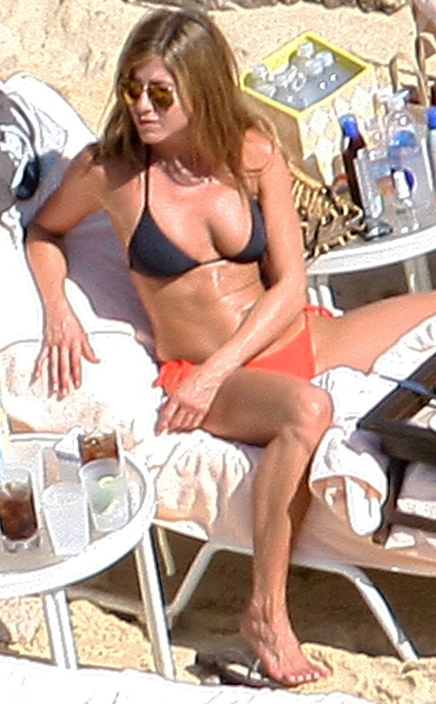 Jennifer anniston bikini photo