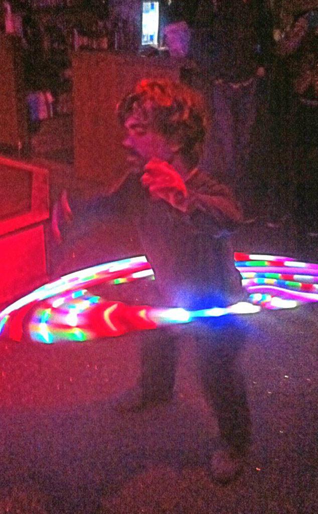 Peter Dinklage, Twit Pic, Hula Hoop