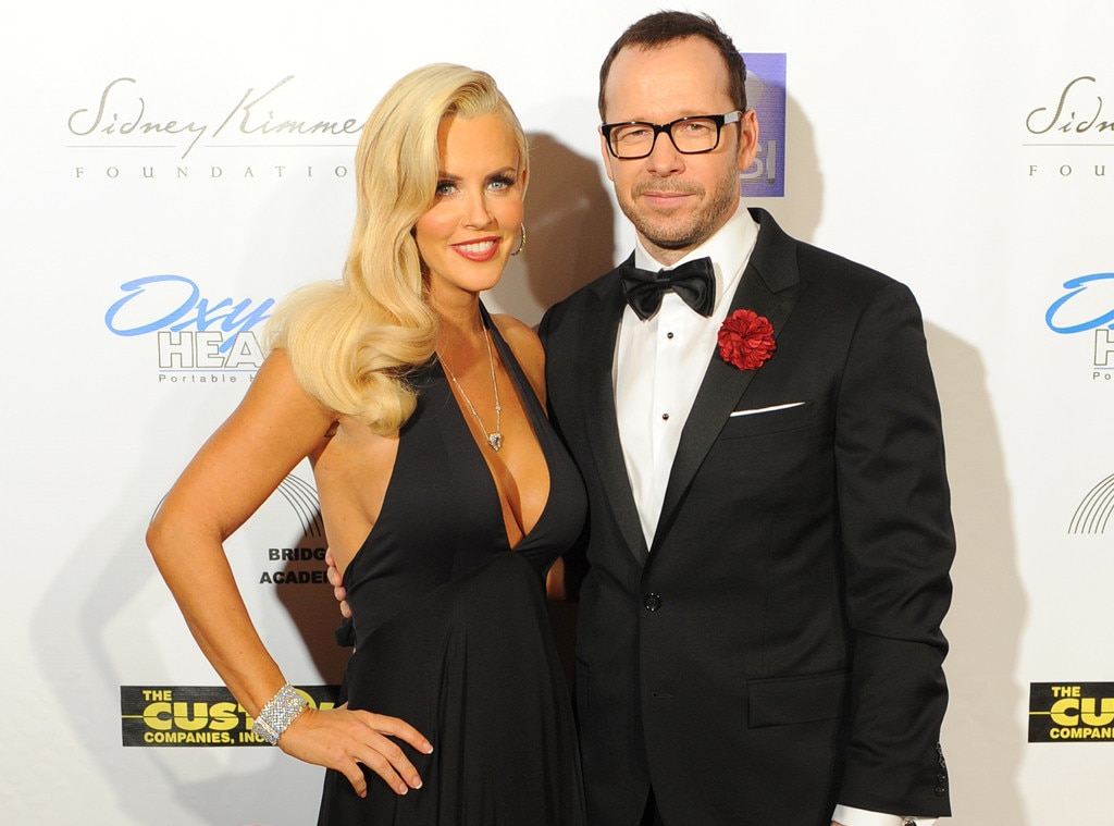 Is donnie wahlberg dating