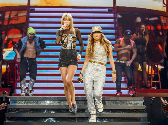 "Taylor Swift & Jennifer Lopez Duet Together, Sing ""Jenny From the Block"""