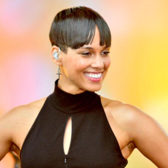 Alicia Keys Debuts Shorter Haircut Blunt Bangssee The Pic E News
