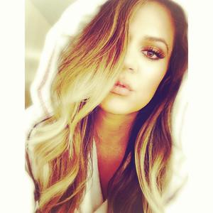 Khloe Kardashian Odom, Selfie