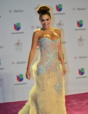 La actiz y cantante mexicana Ninel Conde posa hoy, jueves 21 de febrero de 2013, a su llegada a la vigésimo quinta gala de entrega de los Premios Lo Nuestro, en el American Airlines Arena de Miami, Florida (EEUU).