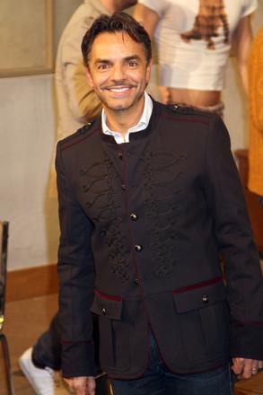 Eugenio Derbez asistio las 100 representaciones de la obra La Caja en el teatro Renacimiento