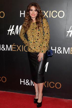 Galilea Montijo durante la alfombra roja por la apertura de la tienda H&M Santa Fe.