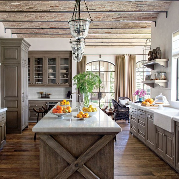 Grey Kitchen Ideas That Are Sophisticated And Stylish: La Cuisine From La Maison De Rêve écolo De Tom Brady Et